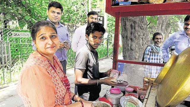 Urvashi Sells Chole Kulche