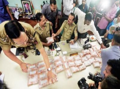 700 Indians Steal 1,000 Crore In American Phone Scam