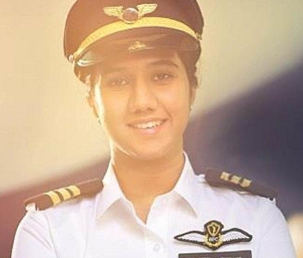 Kashmiri Girl Ayesha Aziz Will Be India's Youngest Pilot