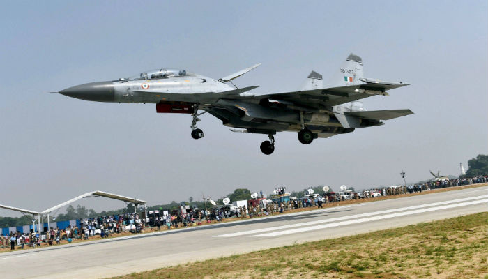 IAF Fighter Jets Land On Highway, A War Exercise - Amazing Sight