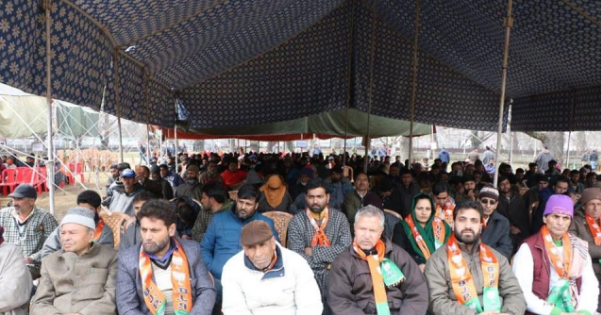 Despite Fear Of Retaliation Hundreds Attend First BJP Convention In Kashmir Leaders Say Party Gaining Ground