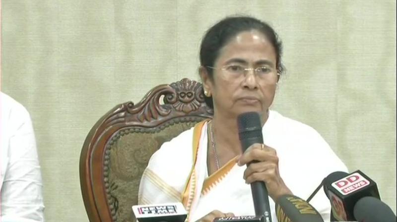 Mamata Banerjee restricts Rahul Gandhi's chopper from landing in Siliguri