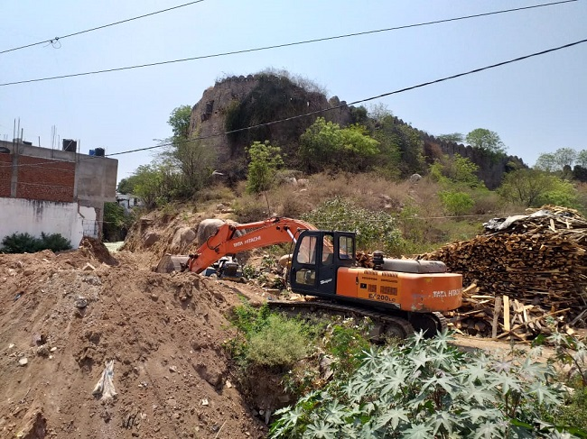 Part of Golconda Fort being destroyed for drain building