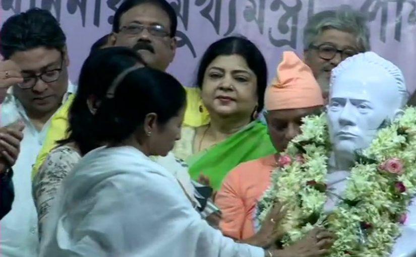 ममता बनर्जी ने ईश्वरचंद्रा विद्यासागर की नयी प्रतिमा का अनावरण किया