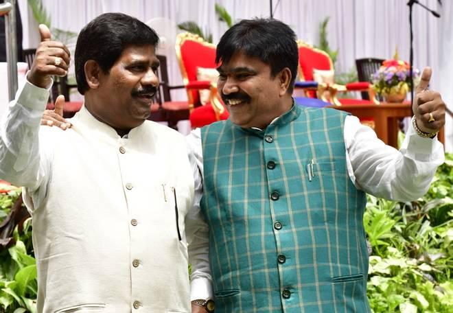 कुमारस्वामी के मंत्रिमंडल में दो मंत्री शामिल हुए