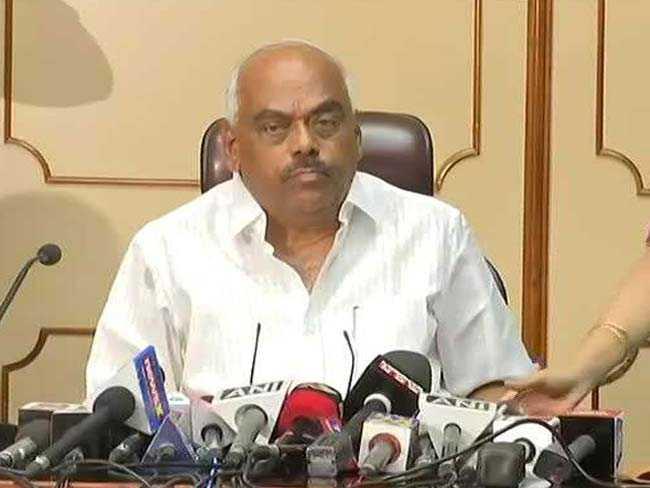 स्पीकर ने कर्नाटक के राजनीतिक संकट पर चर्चा की