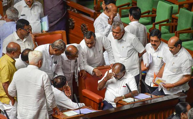 कर्नाटक के विधायक को फ्लोर टेस्ट में शामिल नहीं होने की अनुमति मिली