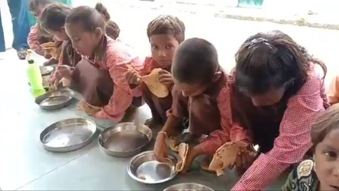 Children get roti and salt as a midday meal in Mirzapur