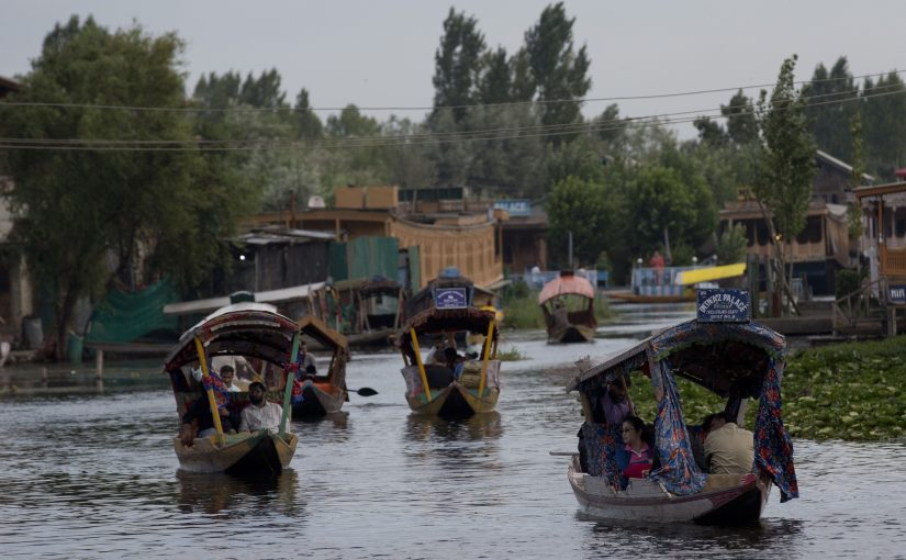 IN KASHMIR, RESTRICTIONS ON ENTRY OF TOURISTS ARE BEING LIFTED