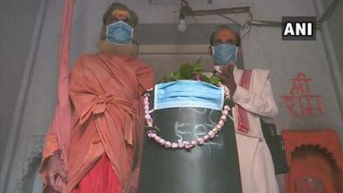 Delhi Pollution Forces Shiva-Linga To Wear Masks