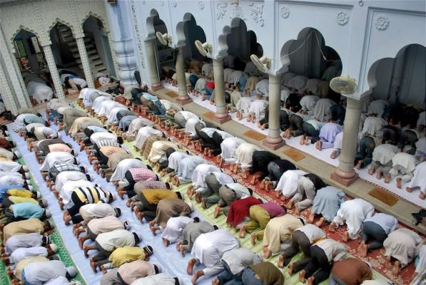 SUPREME COURT SAID NO TO LOUDSPEAKERS AT RELIGIOUS PLACES. ALLAHABAD HC FOLLOWS FOR 2 MOSQUES. SHOULDN'T ALL PLACES FOLLOW