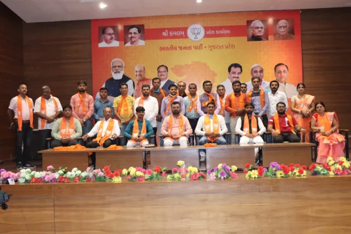 Gujarat: More Than 250 AAP Workers Join BJP Ahead Of 2022 State Assembly Elections